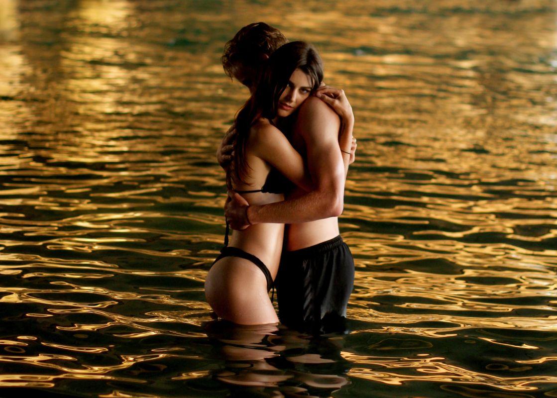 Lesbijki złoty prysznic porno
